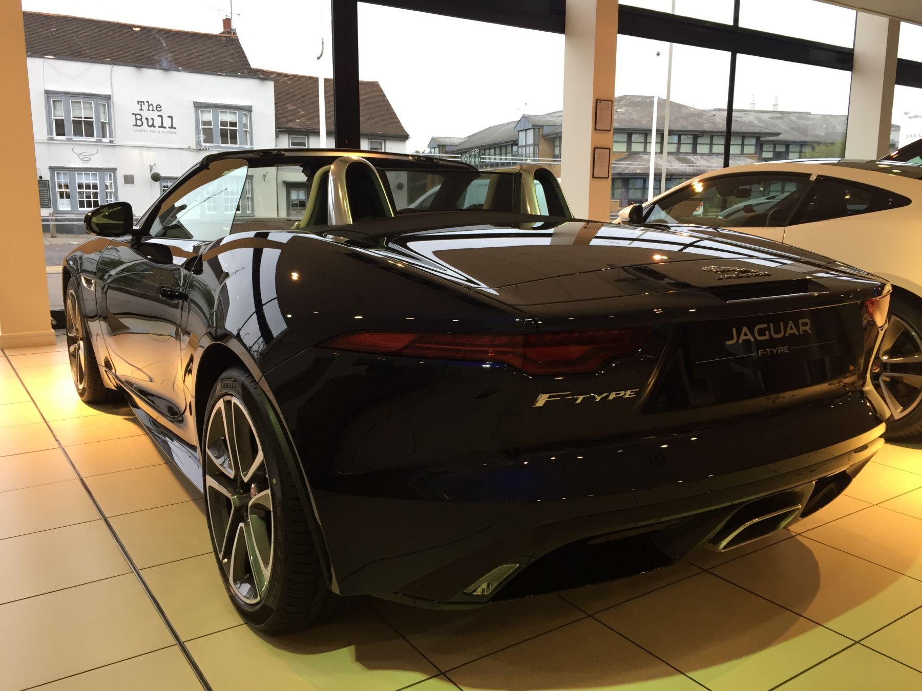 Jaguar F-TYPE 2.0 P300 R-Dynamic image 5